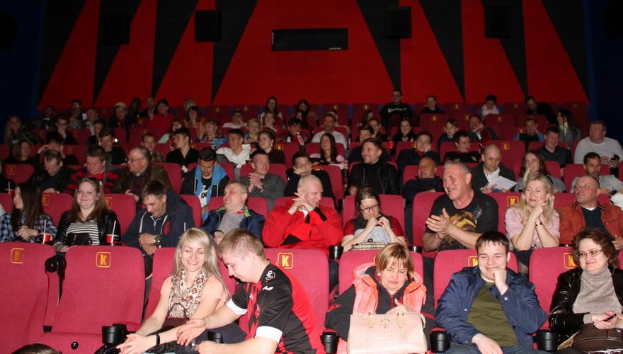 Амкаровцы с болельщиками посмотрели и обсудили фильм «Тренер»
